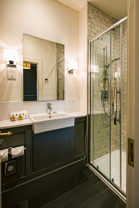 Luxury Hotel Bathroom Douneside House